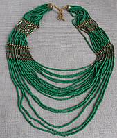 Ожерелье ручной работы из зеленого бисера. Бусы из бисера