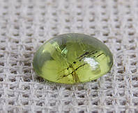 Перидот натуральный(кабошон) 10х7 мм. Камни для украшений. Хризолит