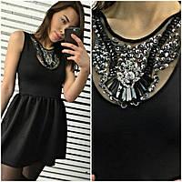 Красивое черное женское платье с камнями