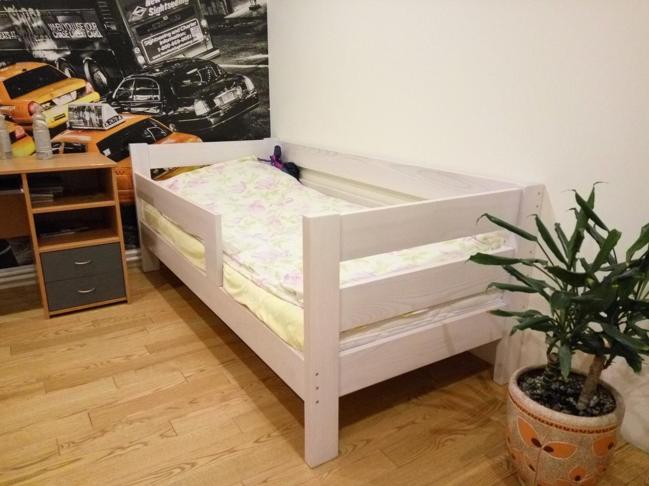 Односпальная кровать из натурального дерева киев