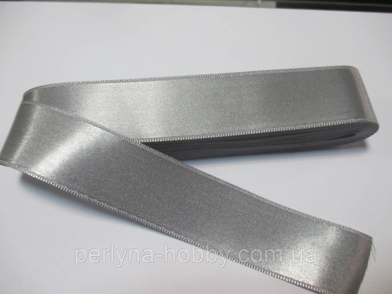 Стрічка атласна  двостороння 3 см ( 10 метрів) світло сіра