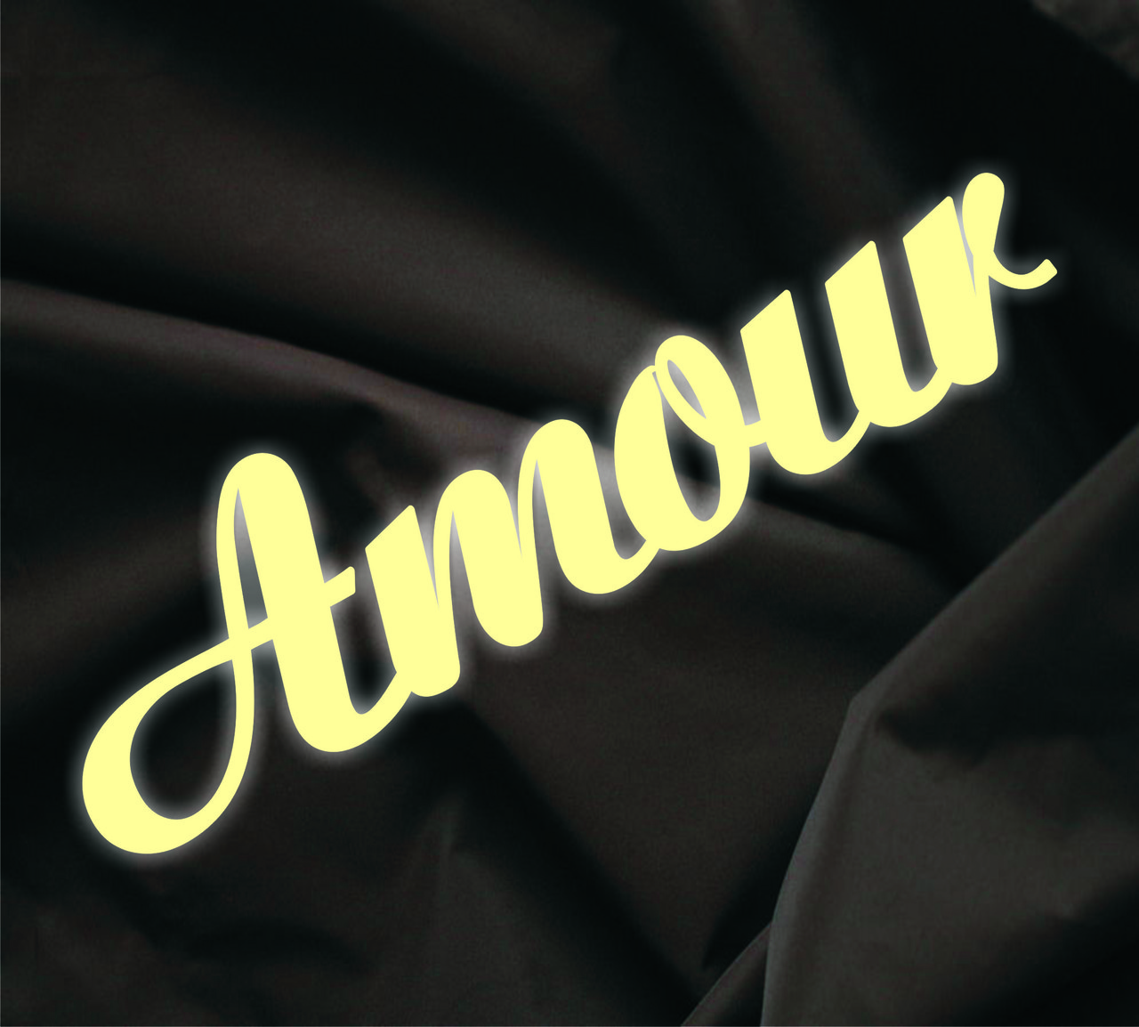Объемная надпись Amour