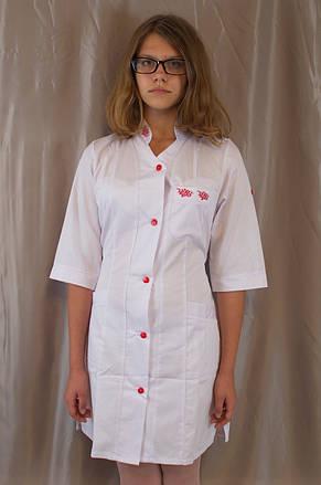 Медицинский женский белый халат с коротким рукавом, украшенный вышивкой., фото 2