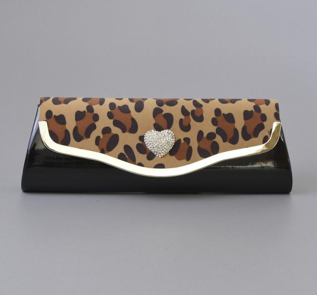 Стильный леопардовый клатч коробочкой