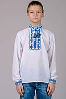 Красивая детская сорочка-вышиванка для мальчика с классическим синим орнаментом