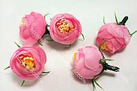 Головы ранункулюса розовые диаметр около 2.3см