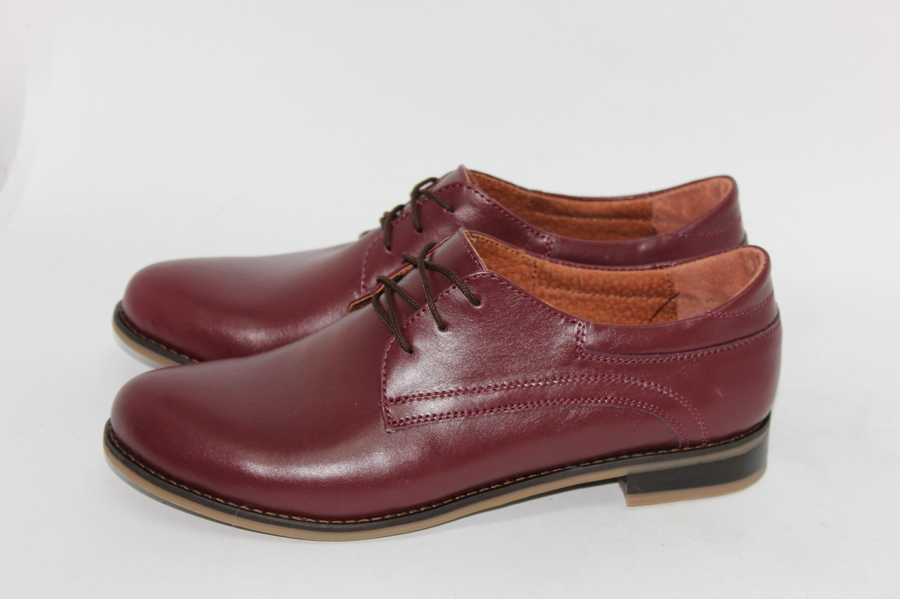 Жіночі шкіряні туфлі на низькому ходу. Можливий відшиваючи у інших кольорах шкіри і замша