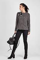 Стильный женский пиджак с эксклюзивным украшением ручной работы бежевый