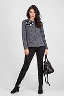 Стильный женский пиджак с эксклюзивным украшением ручной работы серый