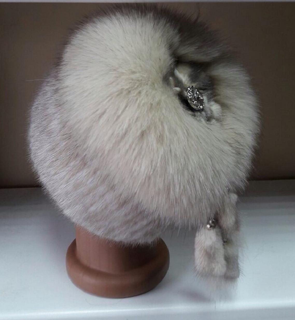 Меховая шапка из норки и песца на вязанной  основе цвет колотый лёд