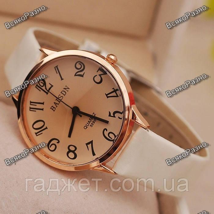Классические часы Baisdn с белым ремешком.