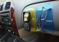 Антискользящий коврик в машину