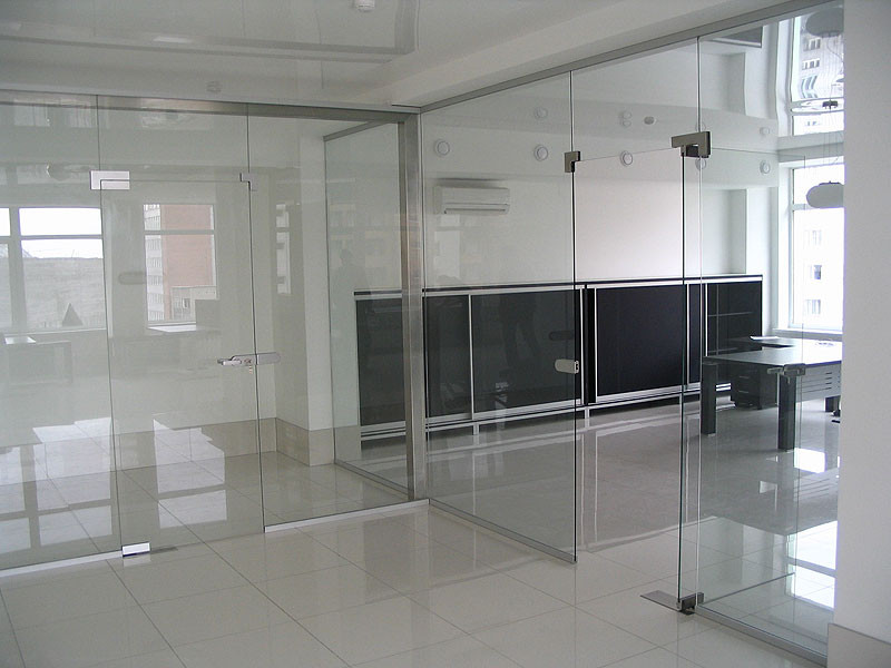 Скляні перегородки для зон відкритих просторів