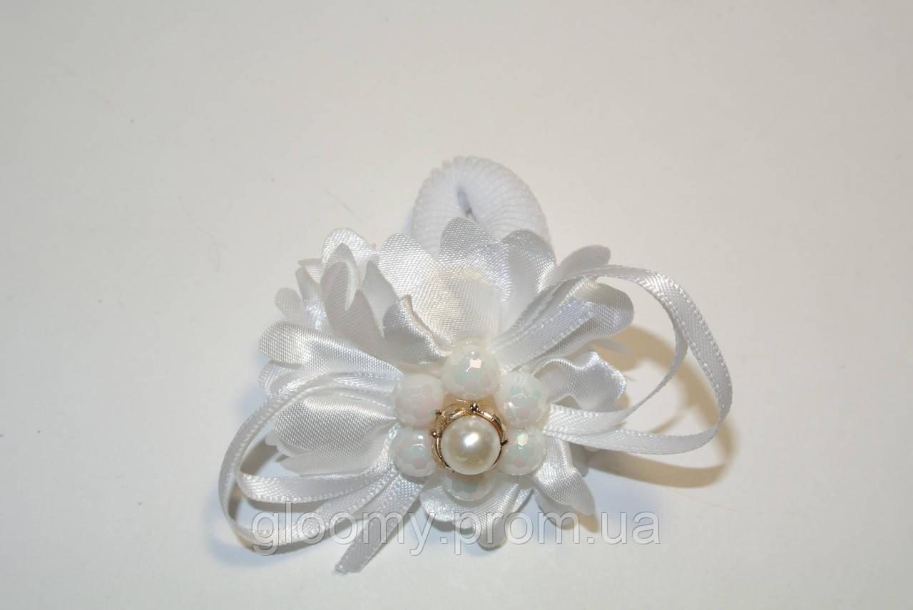 Белая резинка для волос с украшкнием - Модница в Запорожье