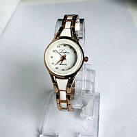 Женские наручные  часы с металлическим  браслетом под золото.