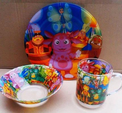 """Стеклянный набор детской посуды с героями мультфильмов""""Лунтик""""."""