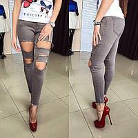 Красивые рваные джинсы из стрейча