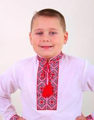 Вышиванка с красной вышивкой на мальчика