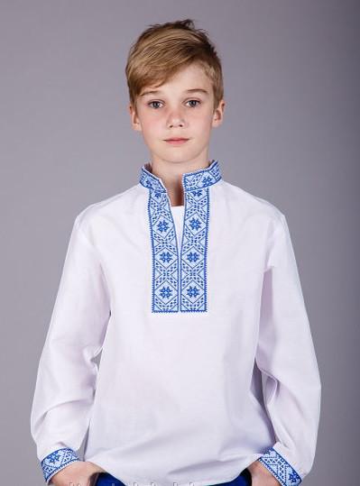 Вышиванка с синей вышивкой на мальчика