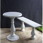 Стол и скамья в классическом стиле