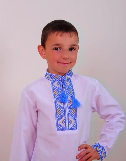 Вышиванка с сине-желтой вышивкой на мальчика
