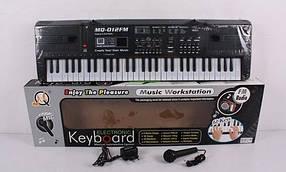 Детский синтезатор MQ-012 FM. Радио, 61 клавиша, 16 тонов, 10 ритмов. Работает от сети и батареек