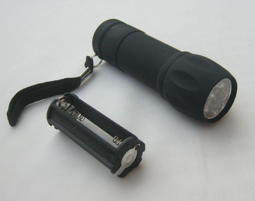 Фонарик на девять светодиодов (512В)
