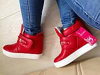 Стильные женские ботинки на танкетке, цвет красный