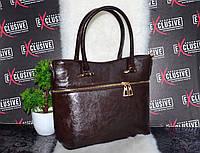 Красивая женская сумка с декором молния.