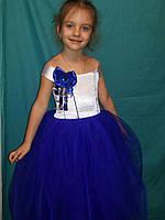 Детское нарядное платье с подвеской из камней