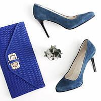Туфли на каблуке из натуральной замши синего цвета
