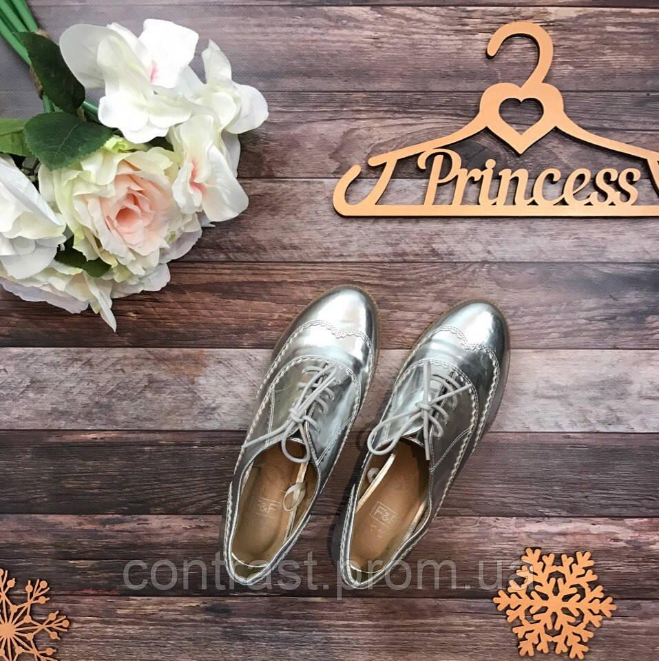 Металлизированные туфли-броги с декором