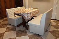 Мягкие диванчики на кухню с нишами белого цвета.