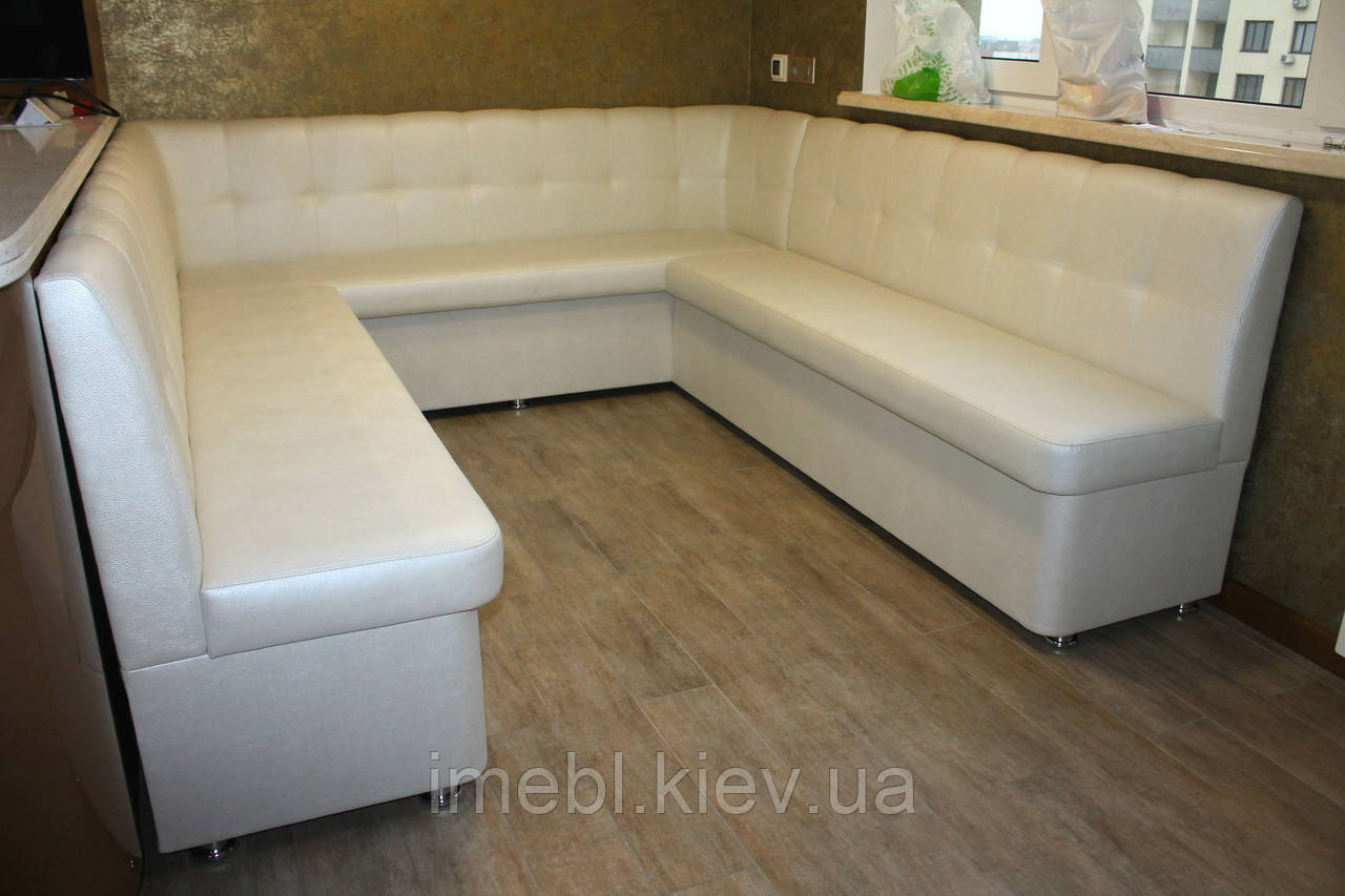 Белый мягкий кухонный уголок большого размера