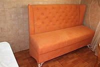 Мягкая кухонная лавка в ткани оранжевого цвета