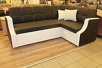 Кухонный мягкий уголок с подлокотниками и спальным местом под размер кухни.