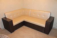 Уголок мягкий для кухни со спальным местом и подлокотниками .