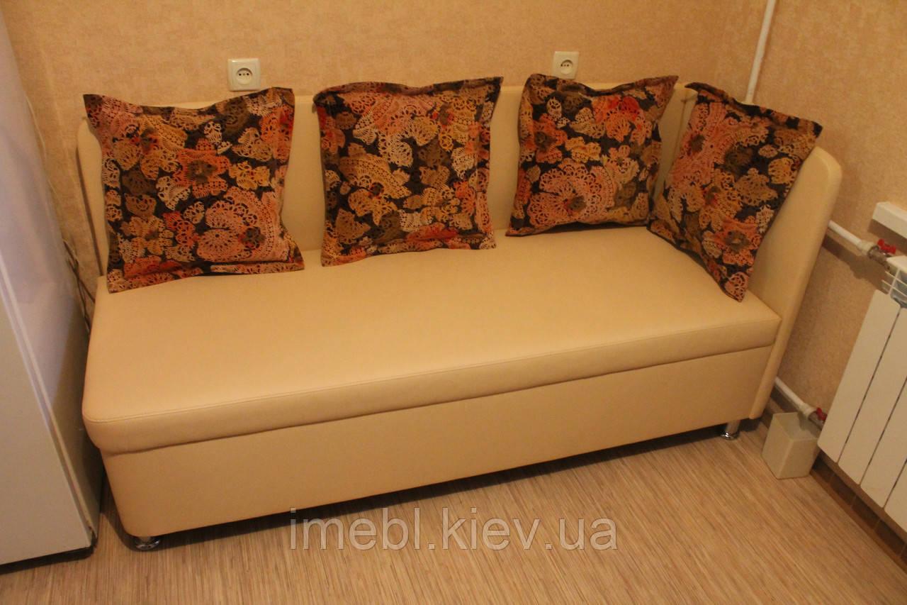 Мягкая кухонная лавочка с подушками