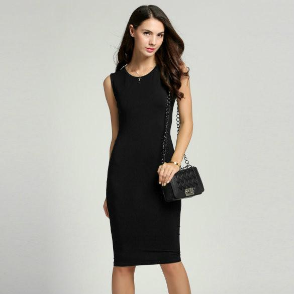 Женское облегающее платье серого цвета