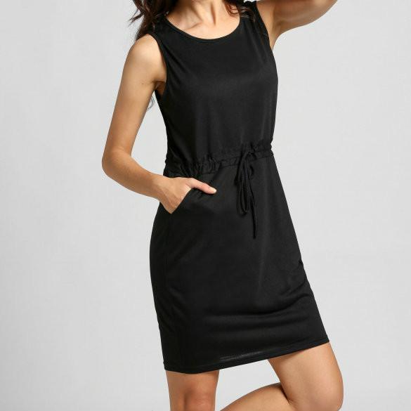 Женское черное платье с пояском