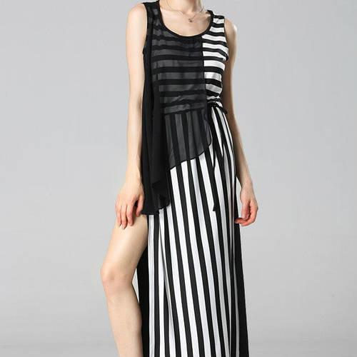 Стильное молодежное платье в полоску