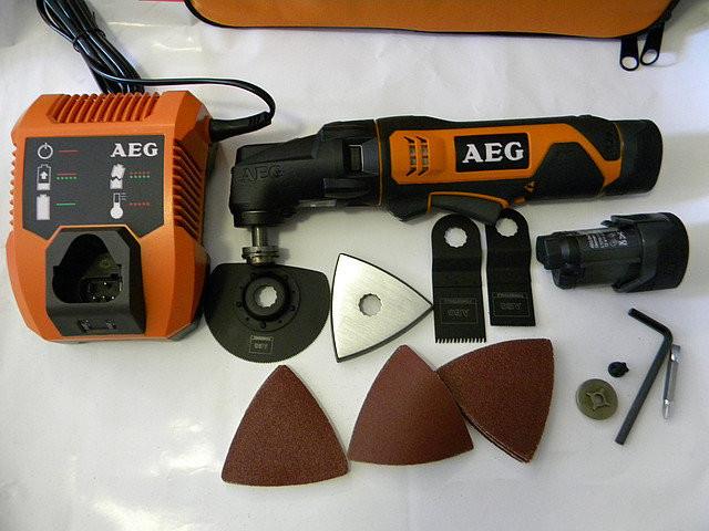 Аккумуляторный многофункциональный инструмент AEG OMNI12C LI-152BKIT1