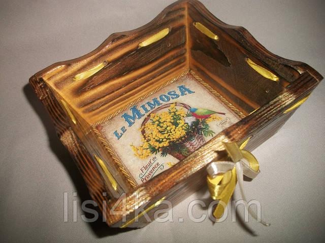 Деревнная желтая конфетница с золочением и мимозами