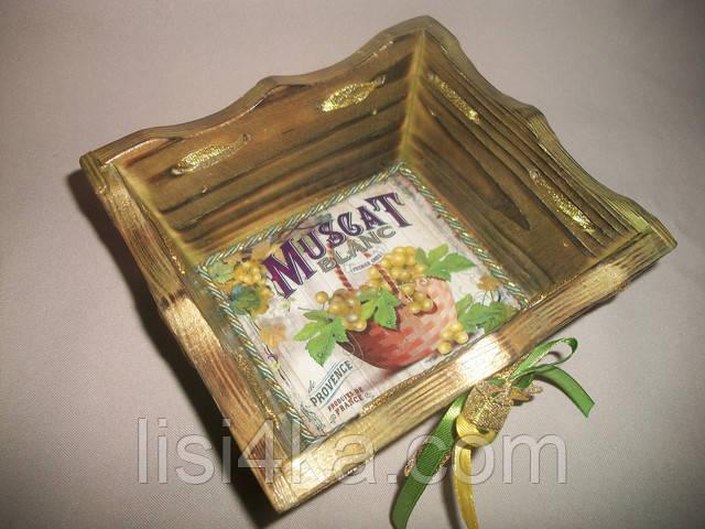 Деревнная оливковая конфетница с золочением и виноградом