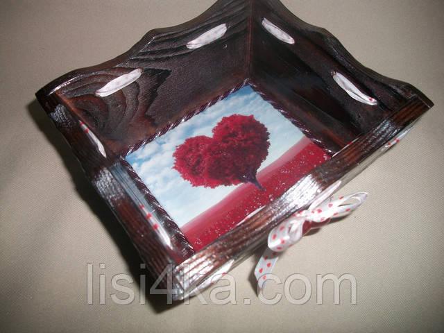 Деревнная бордовая конфетница с серебрением и сердечками