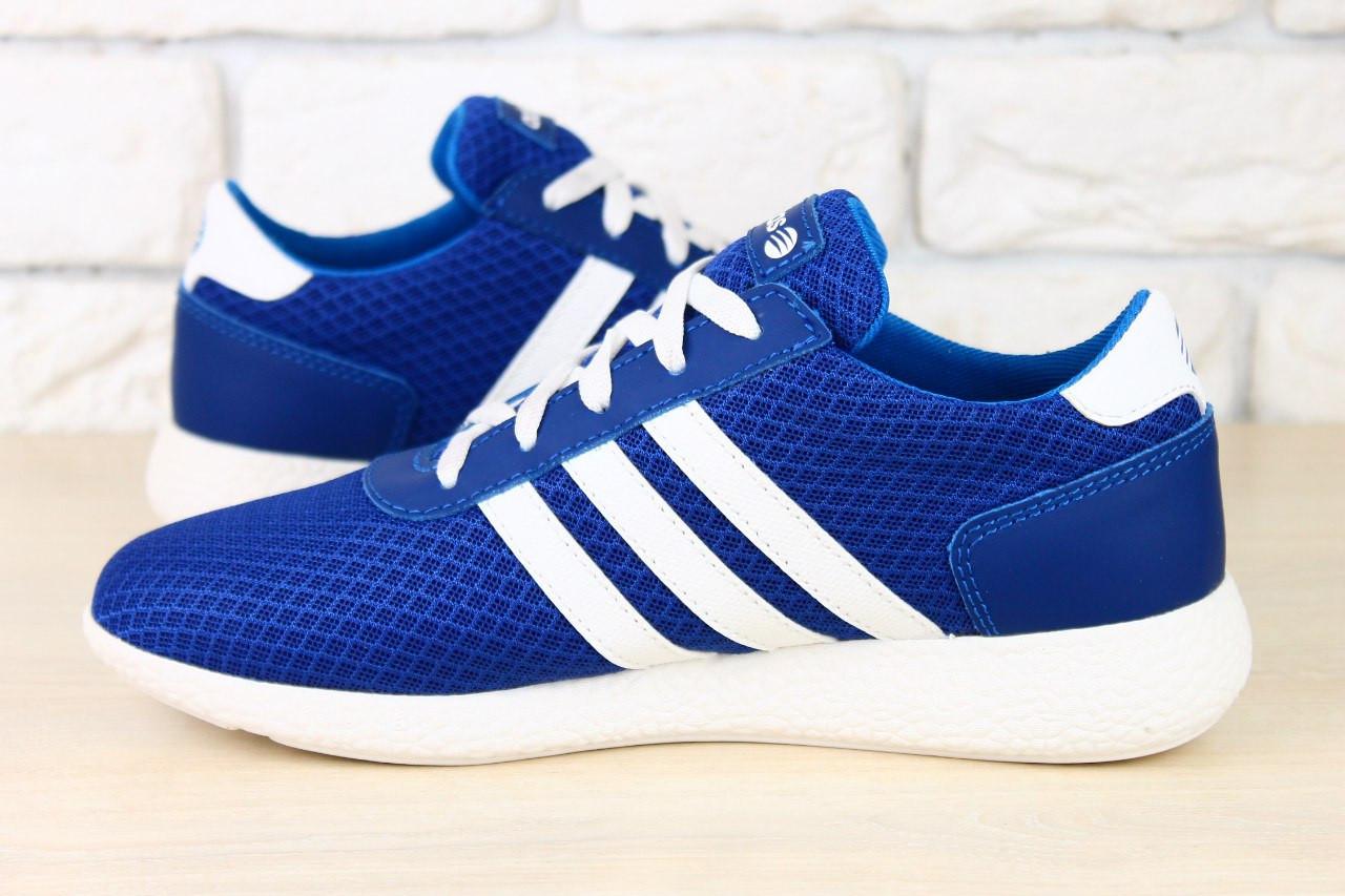 ad4dba7d1 ... Женские кроссовки синие с белыми вставками в сеточку adidas, кожаные с  белыми шнурками на белой ...