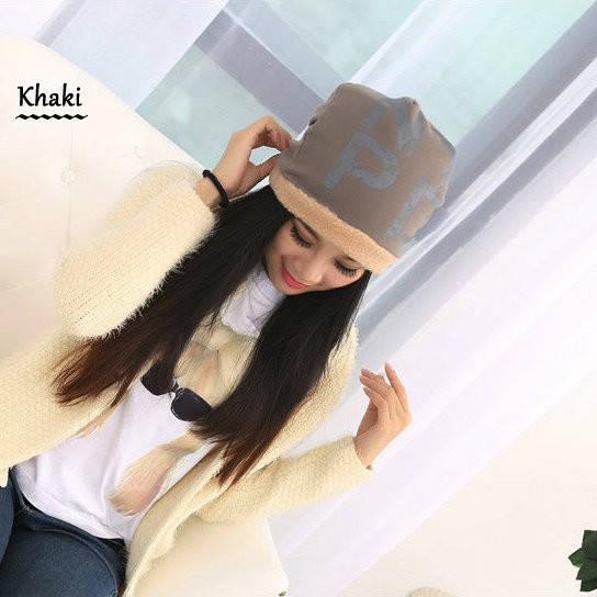 Женская шапка с надписью