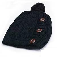 Женская вязаная шапка с пуговками