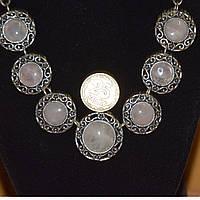 Колье под серебро с кабашонами розовый кварц монета