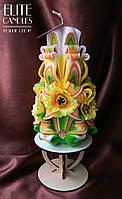Романтическая свеча Весенняя. С желтыми декоративными цветами